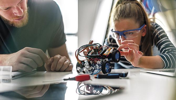 Nueva oferta de talleres y campamentos de ocio tecnológico para jóvenes madrileños de entre 14 y 30 años