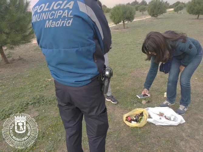 La Policía Municipal encuentra salchichas con vidrios y alfileres en la zona de Bahía de Málaga