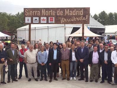 El Consejero visitó la Feria de la Sierra Norte que se celebró el pasado fin de semana en Venturada, donde anunció la puesta en marcha de ambas medidas.
