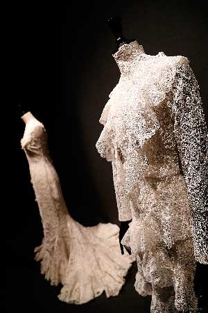 La exposición 'Modus. A la manera de España' reune en Madrid piezas de Balenciaga, Pertegaz o Rabanne