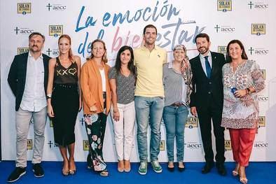 Carlos Sánchez, Sandra Ibarra, Isabel Martínez –de la AECC–, María Mata, Alejandro y María, Jesús Núñez y Beatriz Fernández, de Solán de Cabras.