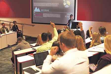 Los expertos reclaman más inversión para aumentar los recursos para la TI en la universidad.