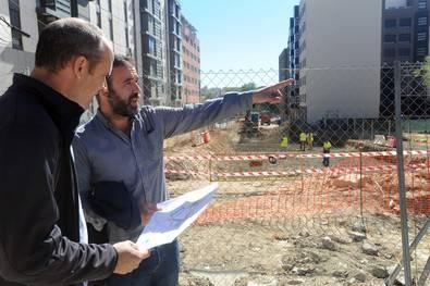 El concejal Nacho Murgui y su asesor en la Junta, Gorka Ascasibar, visitaron las obras.