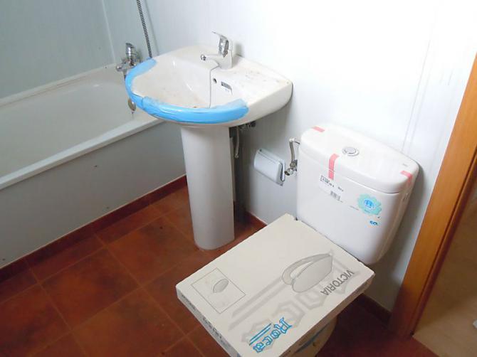 Díaz Ayuso anuncia un acuerdo con el alcalde de Madrid para donar 20 viviendas prefabricadas a demandantes de asilo