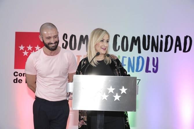 La presidenta de la Comunidad de Madrid presentando el acto de bienvenida al WorldPride 2017.