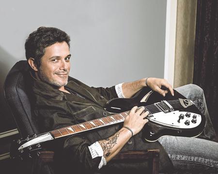 El nuevo álbum de Alejandro Sanz, su décimo trabajo de estudio, lleva por título 'Sirope'.