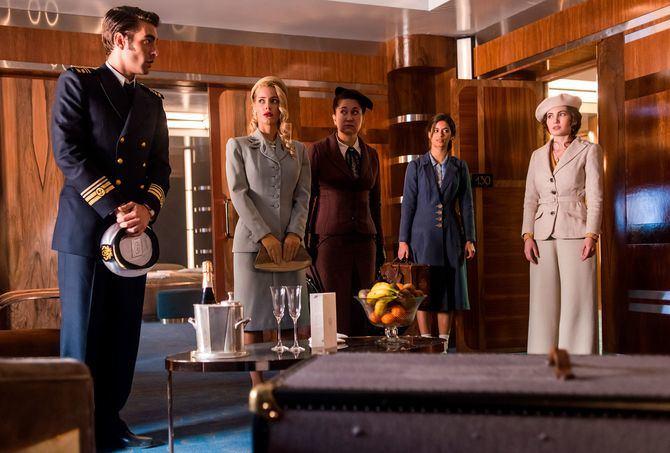 Al igual que ocurre en las novelas de la Christie, todos los pasajeros a bordo del barco son sospechosos y se invita al espectador a que haga sus apuestas.