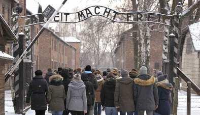 Auschwitz. No hace mucho. No muy lejos
