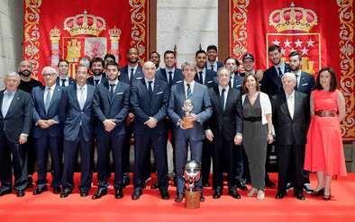 Garrido felicita al Real Madrid de baloncesto tras conseguir su 34ª Liga ACB