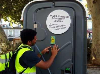 Además de los baños, el Ayuntamiento inicia una campaña de concienciación.