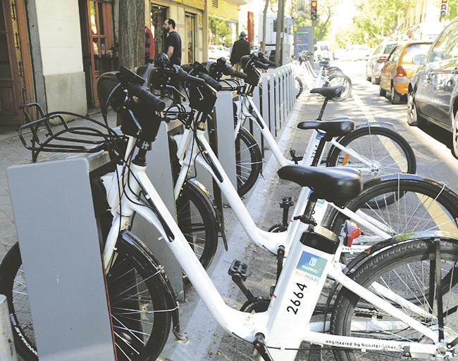 Hasta a Ayala también se puede llegar en una de las bicicletas eléctricas de BiciMad, ya que cuenta con dos paradas.
