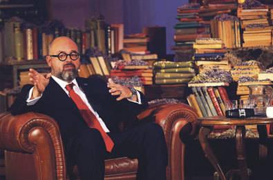 El escritor barcelonés Carlos Ruiz Zafón durante la presentación de su nueva novela, El laberinto de los espíritus