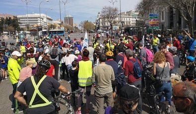 Por un carril bici desde Atocha a plaza de Castilla