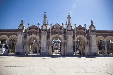 El cementerio de La Almudena, el mayor de Europa Occidental con 120 hectáreas de superficie, refleja la memoria e historia, no solo de Madrid, sino de todo el país.