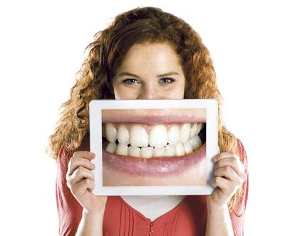 Muchas veces oímos hablar de problemas  o enfermedades relacionados con las dentaduras  o las encías y pensamos que son cosas de la edad.Nada más lejos de la realidad, muchos de estos problemas o enfermades son evitables con un simple programa de visitas periódicas al dentista.