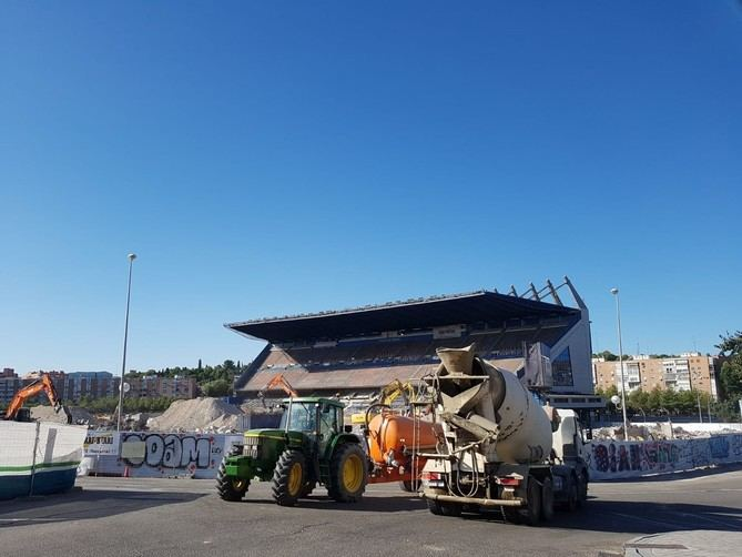 Las obras de desmantelamiento del Vicente Calderón deberían haber finalizado para el inicio del curso, según el grupo municipal socialista.