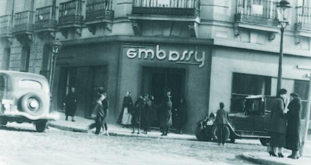 Foto histórica del salón de té Embassy.