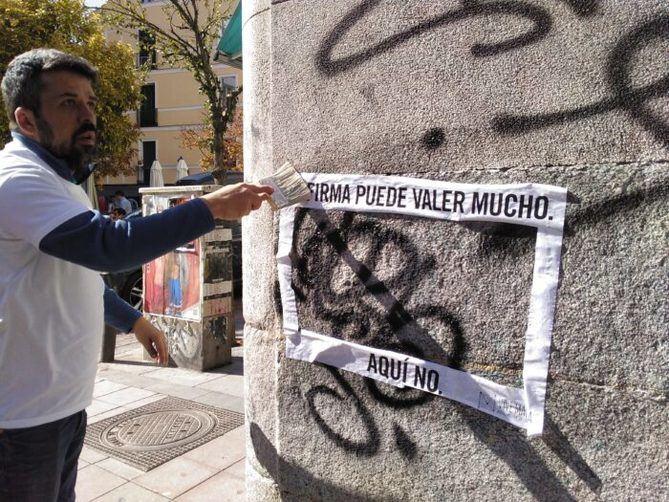 Asociaciones de vecinos y comerciantes de Malasaña comienzan una campaña contra las pintadas y grafitis en el barrio, con apoyo de la Junta de Centro