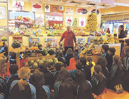 GOLD GOURMET Y EL TALLER DE LOS CINCO SENTIDOS. Del  5 al 7 de abril, y por noveno año consecutivo, Gold Gourmet y Luis Pacheco transmitieron buenos hábitos alimenticios a más de 1.000 escolares durante la presente edición del Taller de los Sentidos, incluído en el XXX Salón de Gourmets.