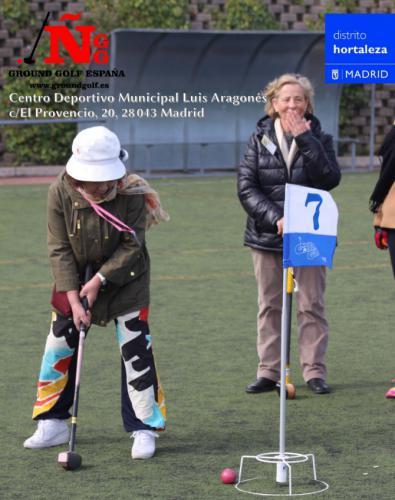 Golf 'a la japonesa' en el polideportivo Luis Aragonés