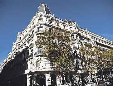 Hermosilla, con España. En la actualidad, numerosos balcones de Hermosilla lucen banderas de España, como apoyo a la Constitución y a la unidad de Esapaña. A la vuelta de Hermosilla, en los Jardines del Descubrimiento se han producido varias concentraciones,