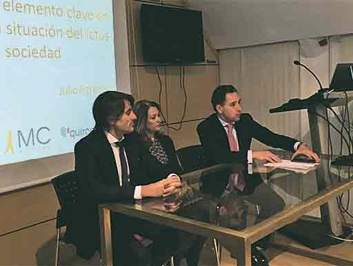 De izda a dcha, Abel Cabrerizo (Quirónsalud), la Dra. Raquel Neira y Jorge Provenza.