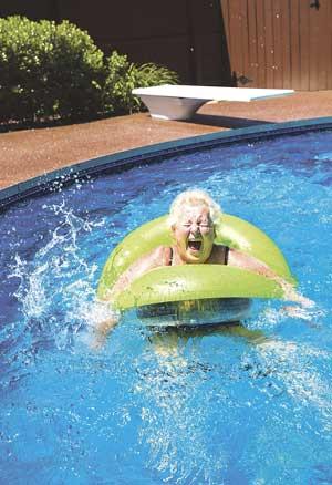 Los baños en piscinas y en el mar también ayudarán a paliar las altas temperaturas, evitando la sobreexposición solar.