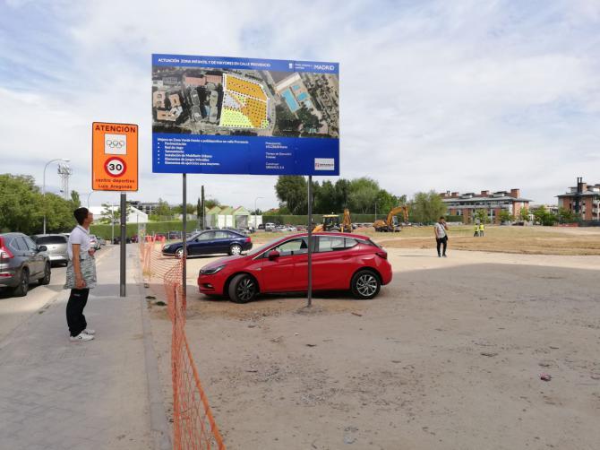 Ya han comenzado las obras en Villa Rosa: no se puede aparcar en el solar.