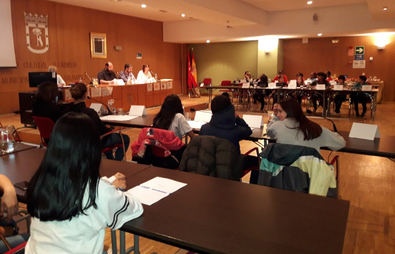 Niños y adolescentes 'toman' el Pleno de Salamanca