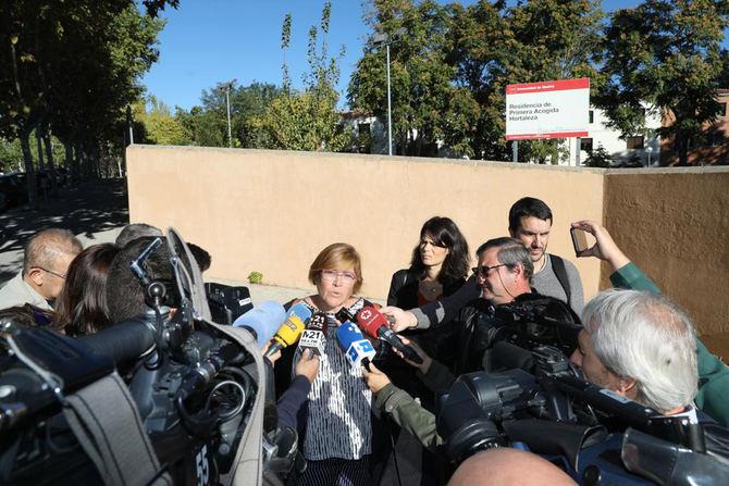 Yolanda Rodríguez atendió a los medios en la puerta del centro de Primera Acogida