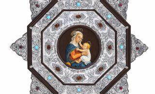 Cuando hace más de 20 años, Juani Albuixech comenzó a trabajar el repujado en plata, seguramente no se imaginaba que iba a exponer sus preciadas obras en numerosas salas de toda España.
